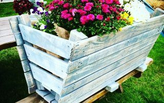 Painted-garden-pallet-trough-planter-with-coffee-sack-liner