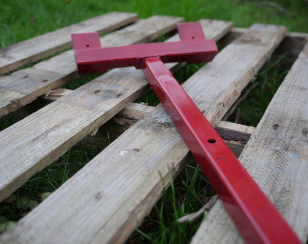 Steel hardened pallet demolition bar