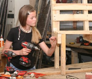 Using Powertools to create furniture from free pallets