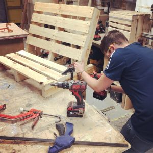 How to make a bench from free pallets