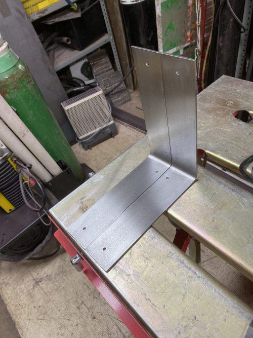 Making metal shelf brackets from scratch